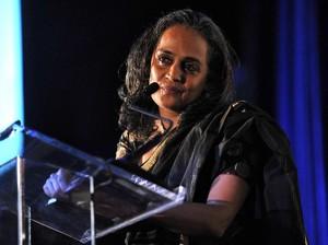Arundhati Roy Masuk dalam 13 Besar Nominasi Man Booker Prize 2017