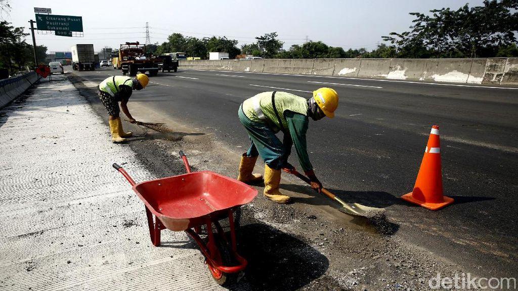 Pelebaran Jalan Tol Cikampek Jelang Mudik