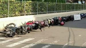 Parkir Sembarangan, Motor-Motor <I>Ditidurin</i> di Jalanan