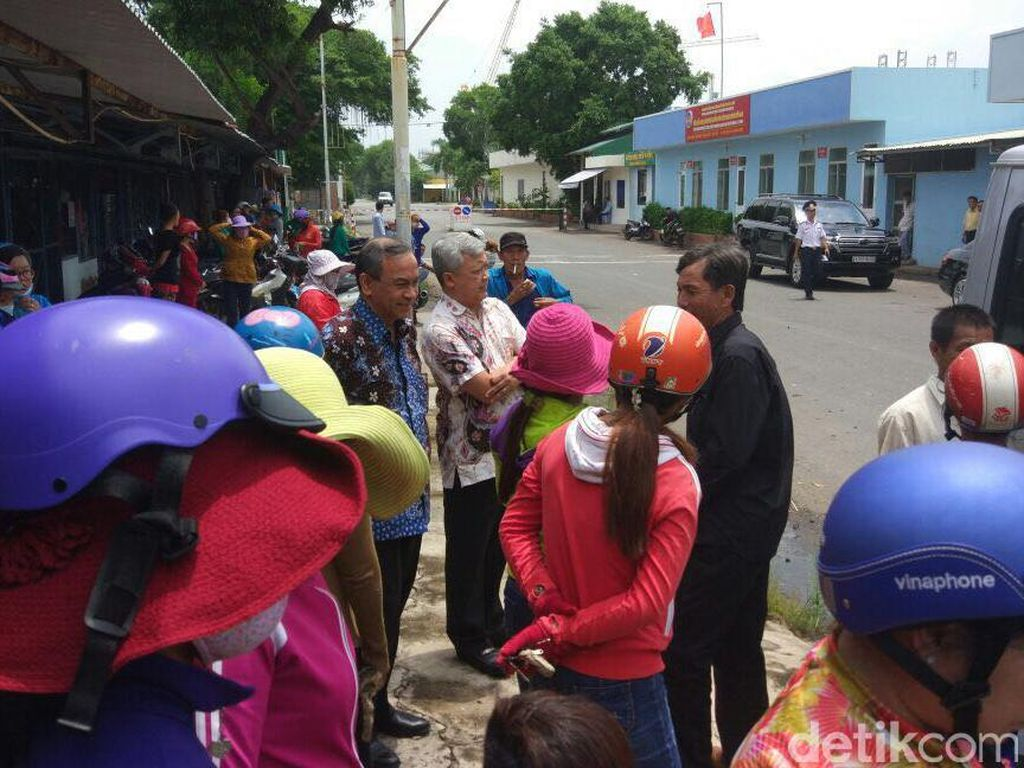 695 ABK Pencuri Ikan yang Dipulangkan dari Indonesia Tiba di Vietnam