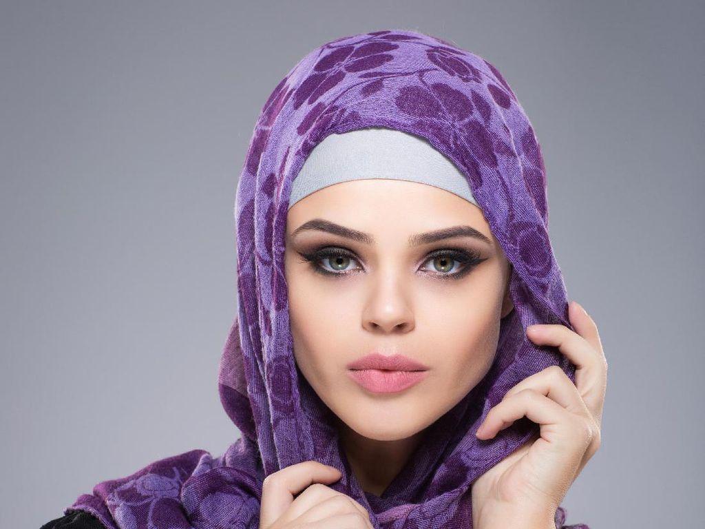 5 Tips Makeup Lebaran Virtual, Wajah Flawless dan Riasan Bernuansa Peach