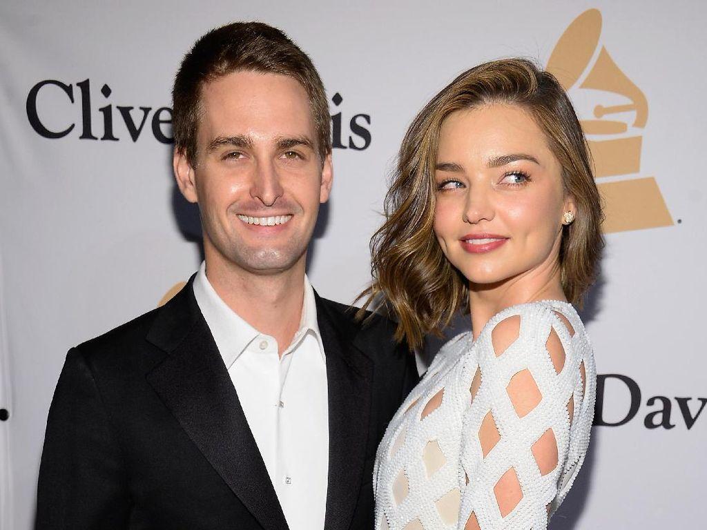 Selamat! Miranda Kerr dan Evan Spiegel Segera Dikaruniai Anak