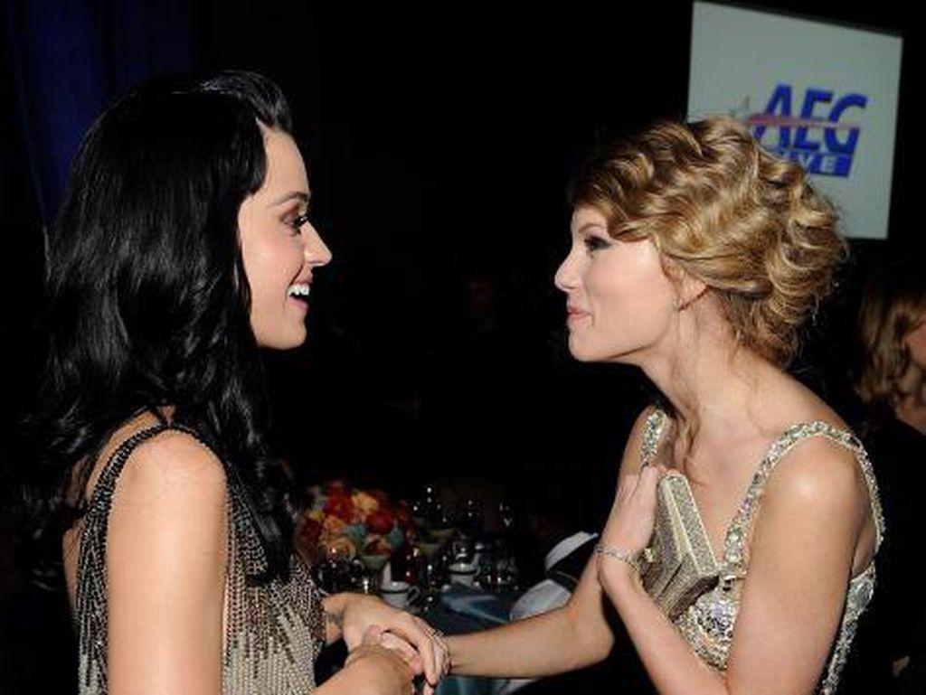 Cara Manis Taylor Swift Deklarasikan Damai dengan Katy Perry