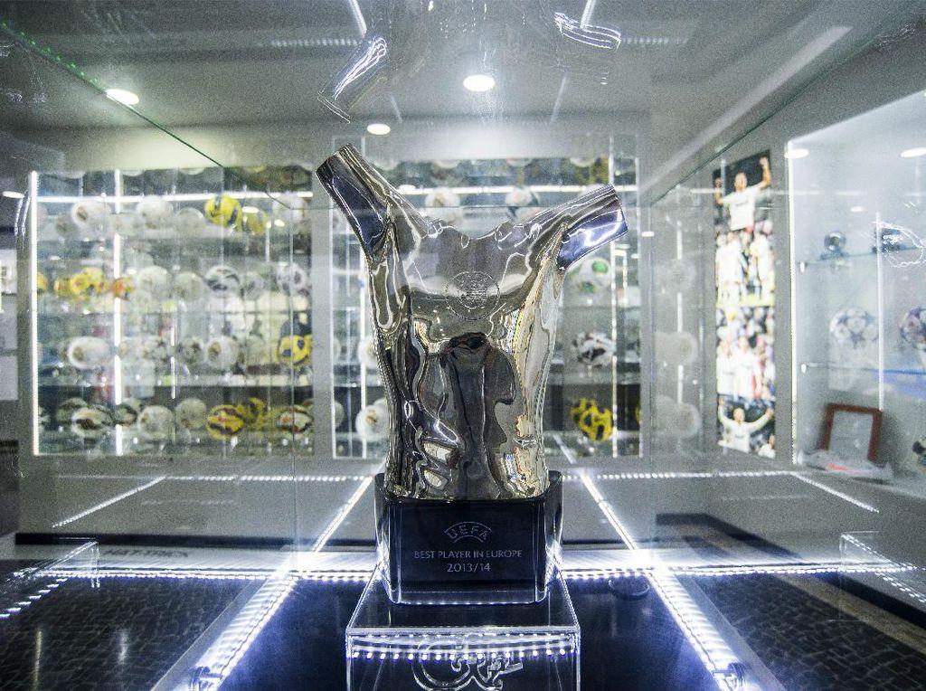 Pemain Terbaik UEFA 2020: De Bruyne, Lewandowski, atau Neuer?