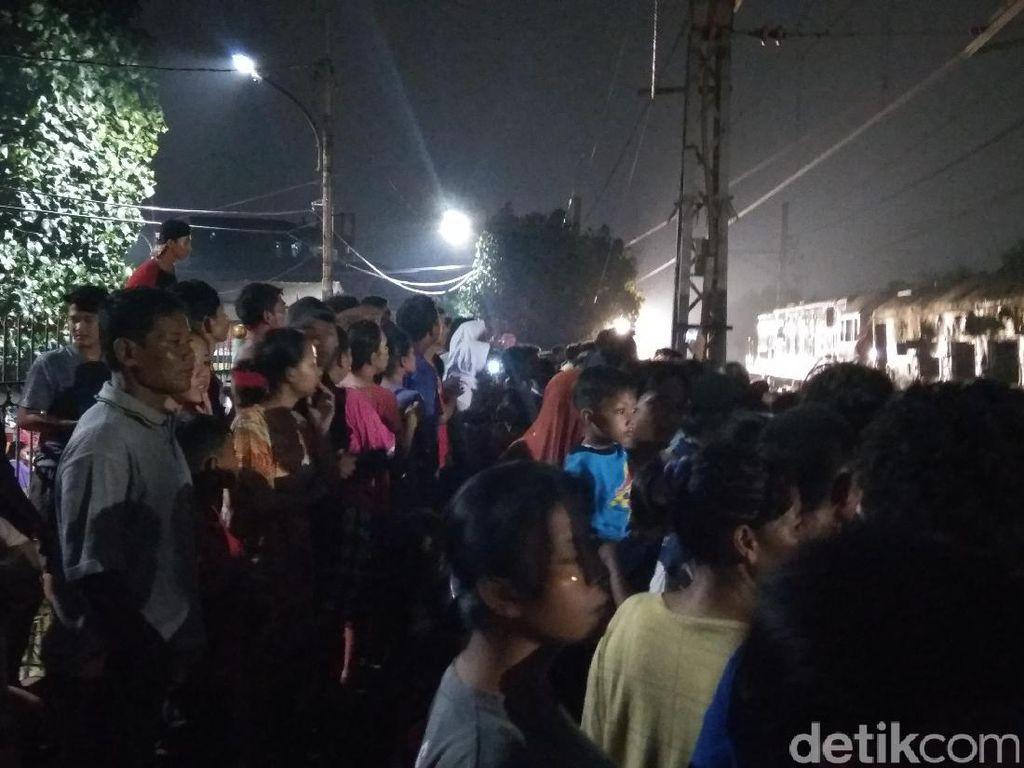 Perjuangan Terakhir 2 Korban Tabrakan Maut Kereta vs Mobil di Senen