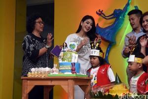 Karenina Sunny Rayakan HUT Bareng Girls Squad dan Anak-anak Penderita Kanker
