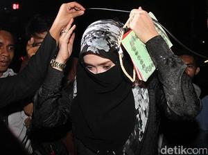 Firza Husein Bercadar Hitam di Polda Metro Jaya