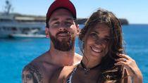 Messi dan Pacarnya Liburan ke Ibiza