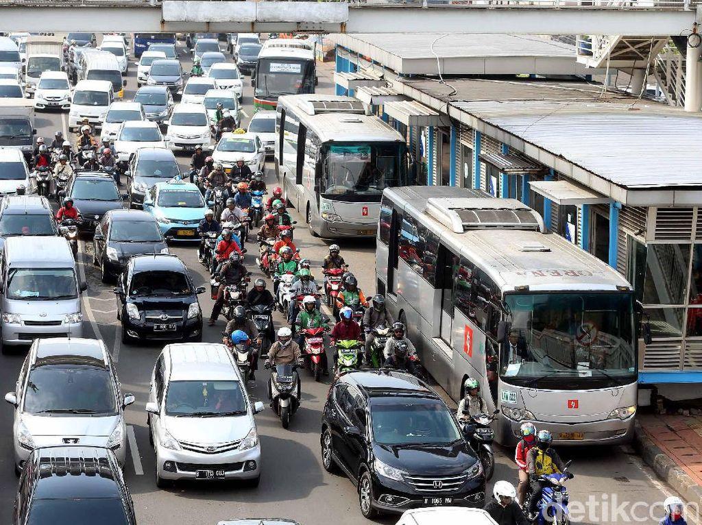 TransJ Tetap Beroperasi di Tengah Ancaman Mogok Kerja Karyawan