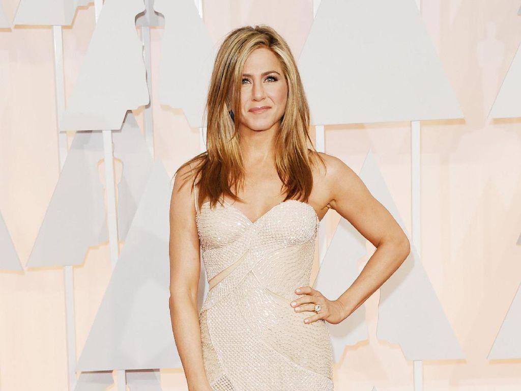Ini Lip Liner Andalan Jennifer Aniston Selama 15 Tahun