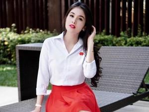 Bibir Merah Merekah Sandra Dewi