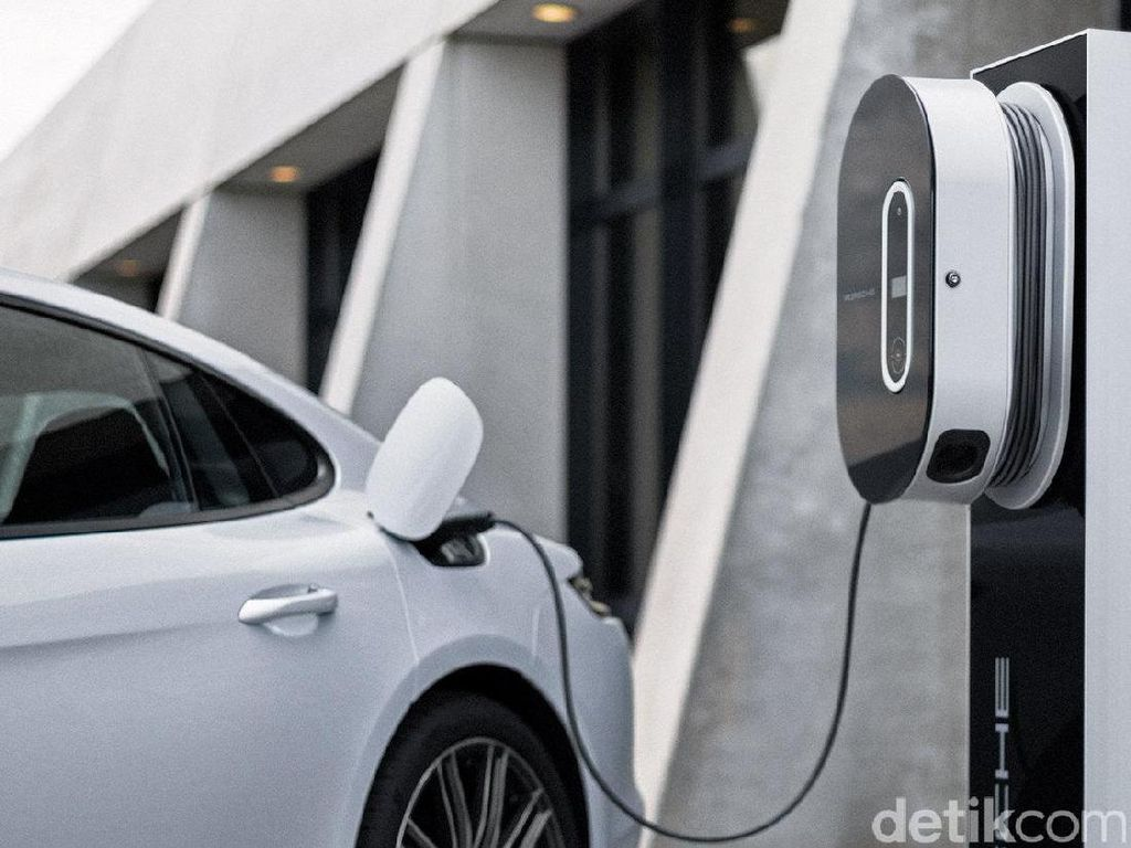 Mobil Listrik Tak Akan Menggeser Mobil BBM