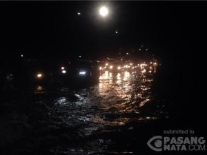 Banjir di Daan Mogot, Lalin Grogol-Kalideres Macet Total