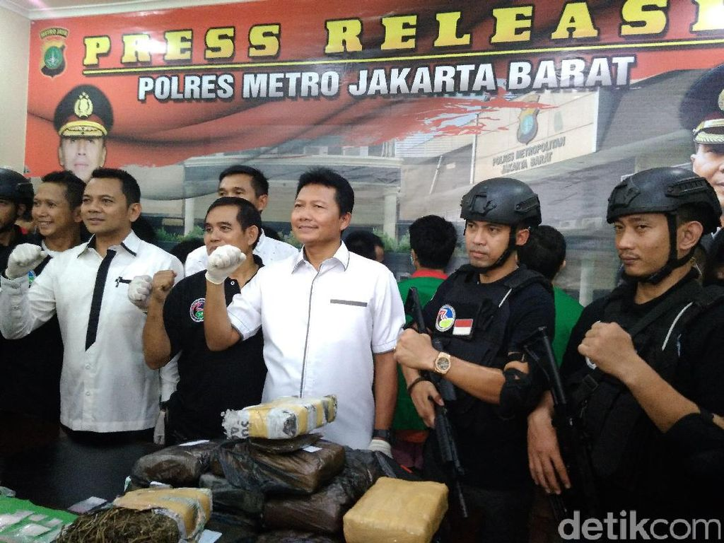 Polisi Tangkap Komplotan Pengedar Ganja Lintas Provinsi