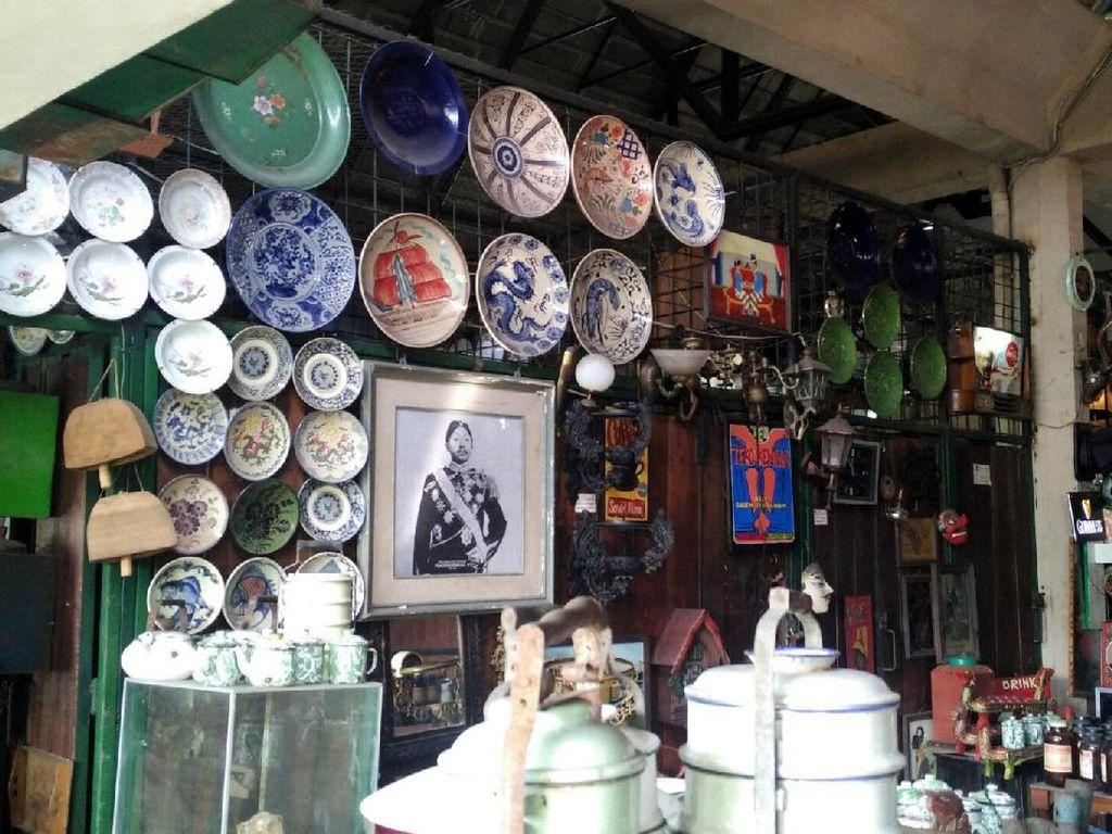 Potret Pasar Triwindu yang Penuh Kenangan di Solo