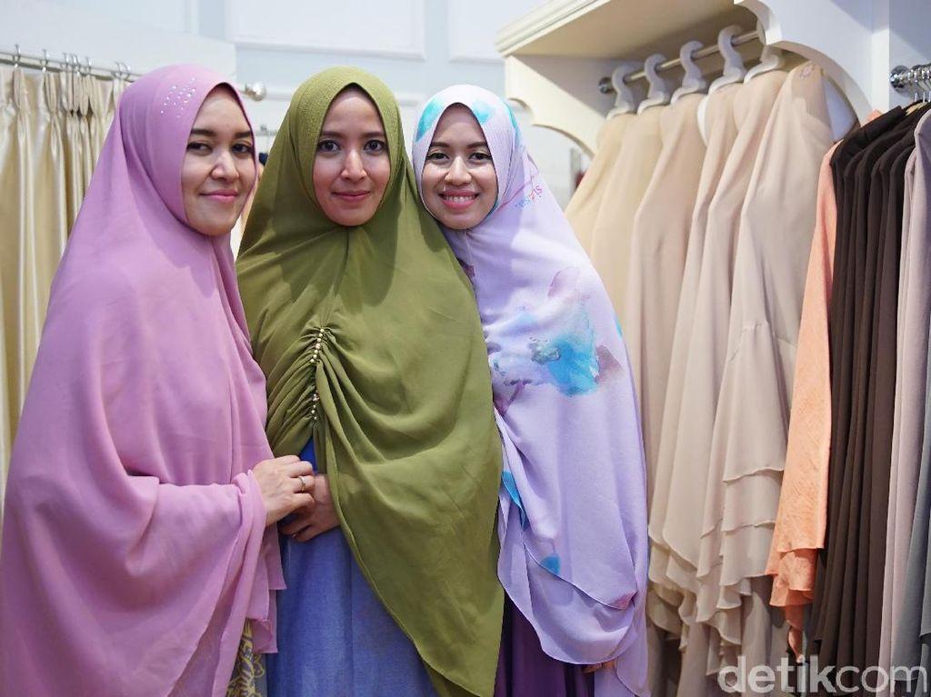 Ini Desainer Busana Muslim Syari Pertama di Paris Fashion Week