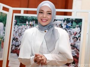 <i>Subhanallah</i>, Cantiknya Dewi Sandra Bikin Adem