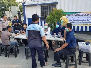 Sopir Kontainer di Pelabuhan Tanjung Priok Cek Kesehatan Gratis