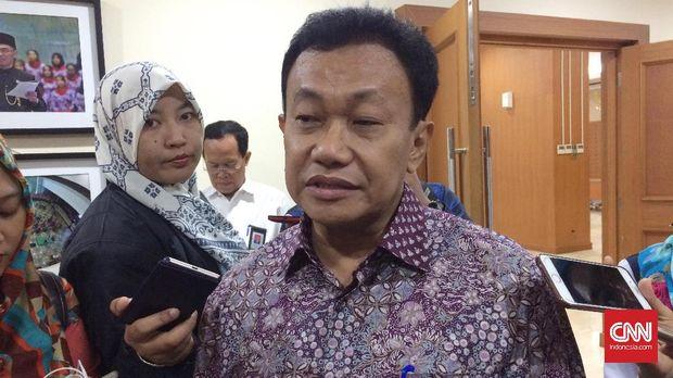 Hamid Muhammad, Dirjen Pendidikan Dasar dan Menengah Kementerian Pendidikan dan Kebudayaan di kantor Kemdikbud, Jakarta, (15/6).