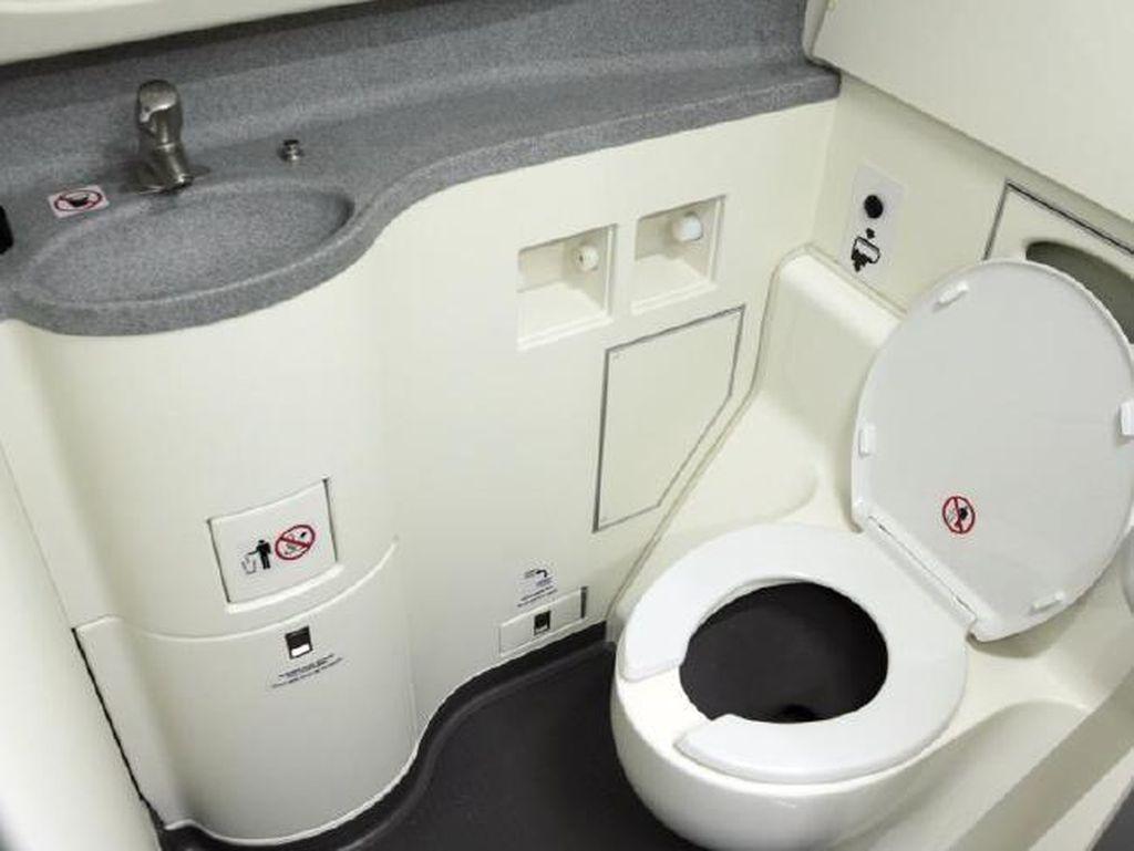 Pesawat Mau Dilengkapi Kamera Pengawas di Toilet, Setuju Nggak?