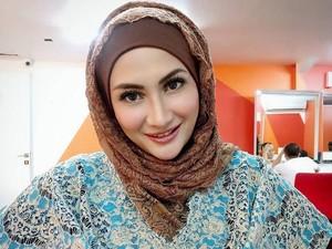 Selain Herfiza, Natalie Sarah Juga Tampil Berhijab