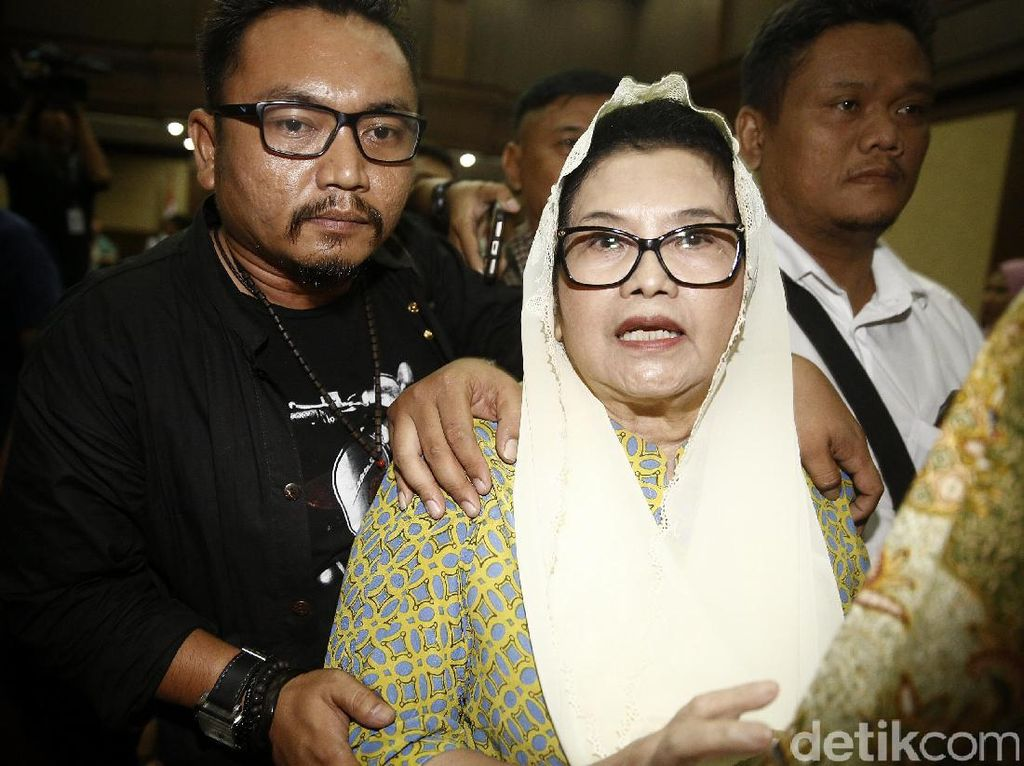 Eks Menkes Siti Fadilah Bebas Pagi Ini