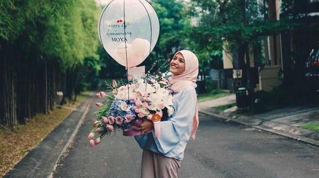 Herfiza Berhijab Jadi Kado HUT Pernikahan dengan Ricky Harun
