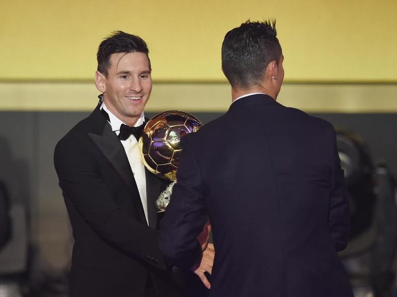 Dani Alves: Messi Punya Pengaruh Lebih Besar Dibandingkan Ronaldo