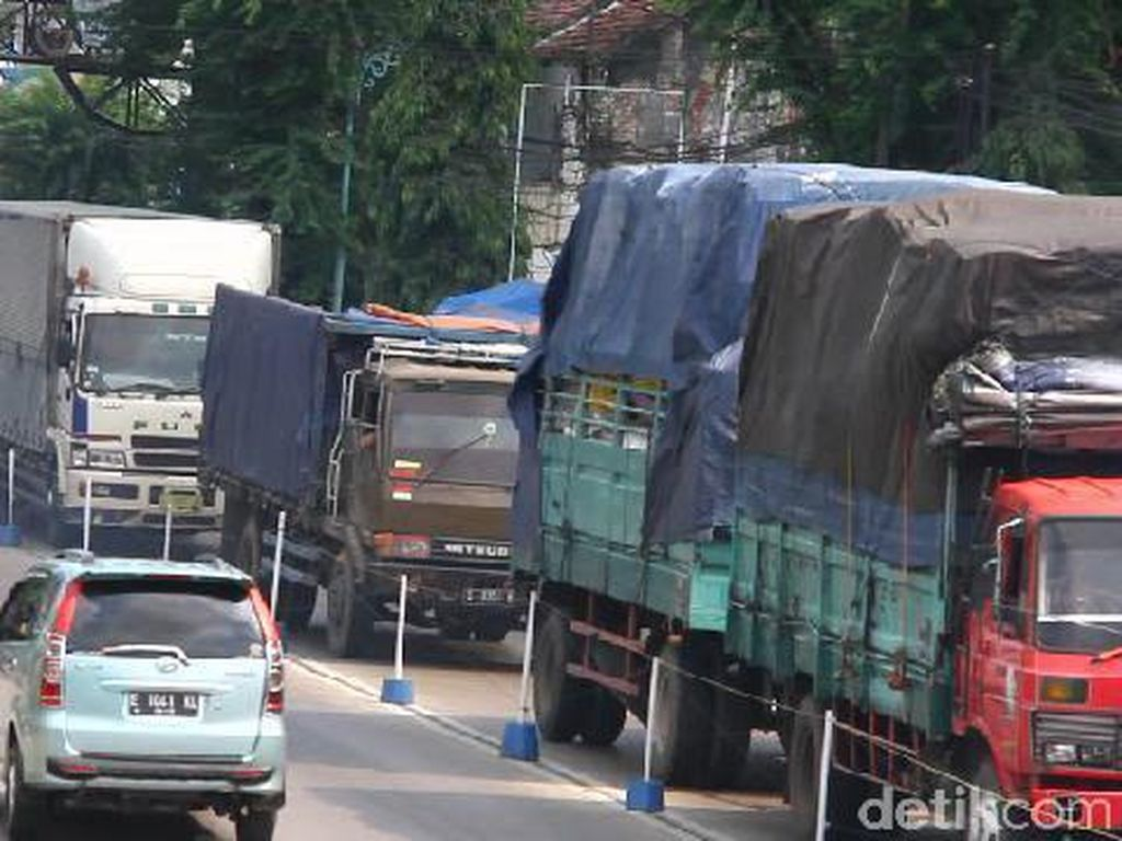 Truk Ogah Masuk Jalan Tol Gara-gara Tarifnya Mahal