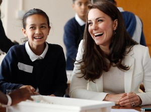 <i>Smile!</i> Kate Middleton Tampak <i>Happy</i>