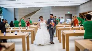 Apple Store Singapura Jadi Lokasi Foto Pernikahan