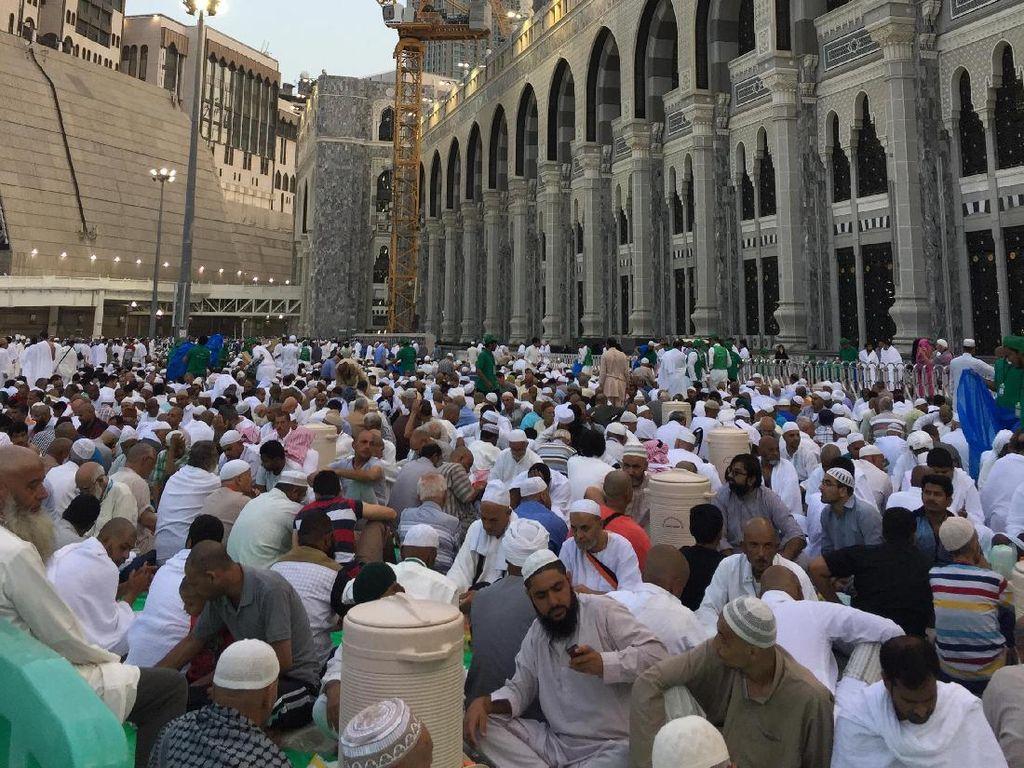 Ramadan di Saudi: Siang Jadi Malam hingga Tarawih 10 Juz