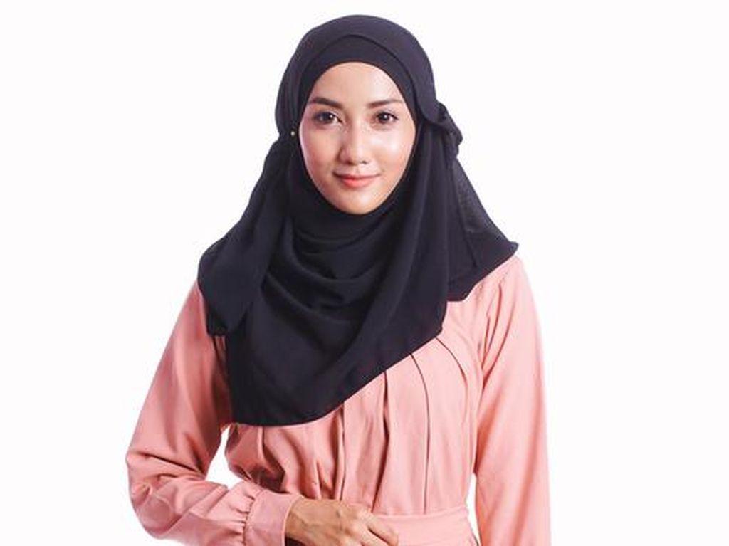 Hijab Disebut Bisa Bikin Jerawatan, Apa Kata Dokter?