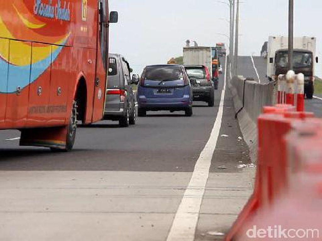 Selama PSBB, Lalu Lintas di Jalan Non-Tol Turun Hingga 89%