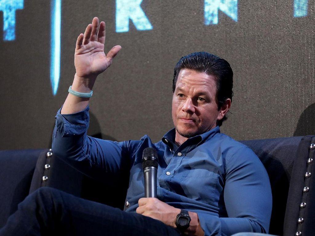 Mark Wahlberg Minta Bantuan Pemerintah, Bayar Upah Karyawan di Tengah Corona