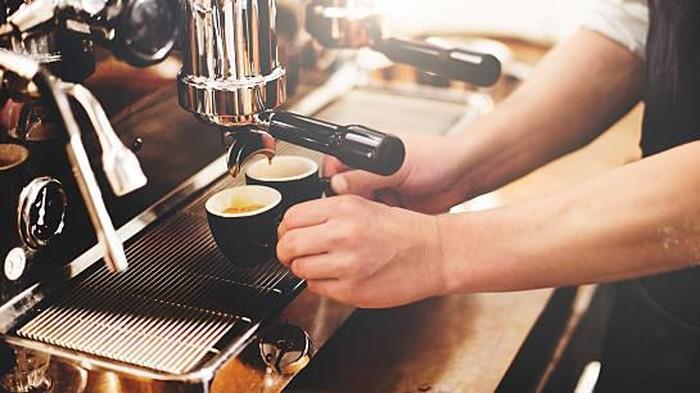 Minum kopi sehabis minum obat, boleh nggak sih? (Foto: iStock)