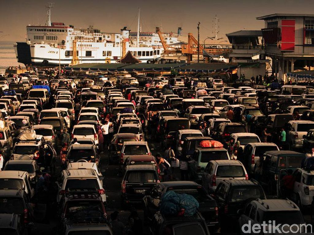 Tol Trans Sumatera Macet Imbas Pelabuhan Bakauheni Padat