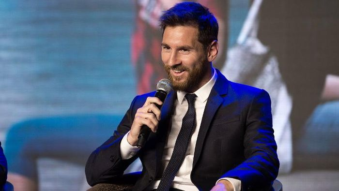 Barcelonas Argentinian forward Lionel Messi speaks during the launch of Messi Experience Park at a hotel in Beijing on June 1, 2017. Messi launched Messi Experience Park which will be the worlds largest football theme park established in China. / AFP PHOTO / NICOLAS ASFOURI