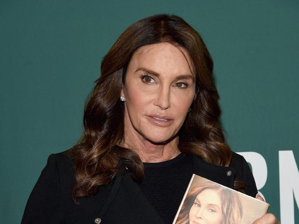 Lagi di Magelang, Caitlyn Jenner Dirias Oleh Makeup Artist Ryan Ogilvy