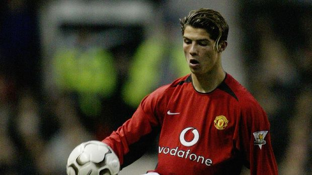 MANCHESTER - NOVEMBER 1:  Cristiano Ronaldo of Manchester United takes control of the ball during the FA Barclaycard Premiership match between Manchester United and Portsmouth on November 1, 2003 at Old Trafford in Manchester, England.  Manchester United won the match 3-0. (Photo by Alex Livesey/Getty Images)