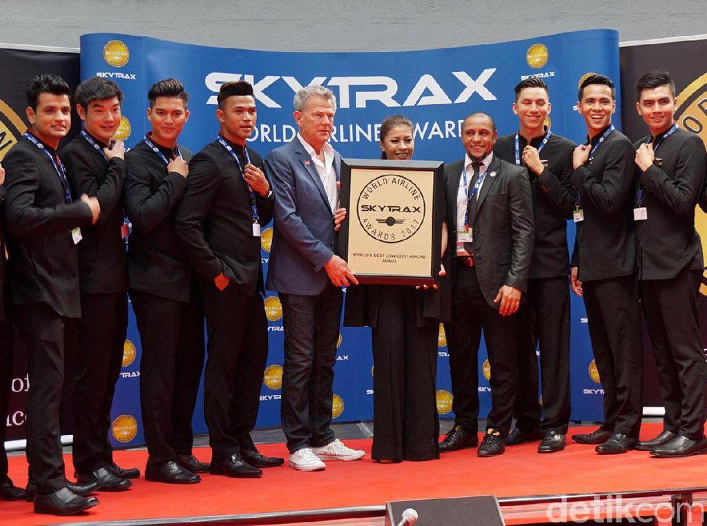 David Foster dan Roberto Carlos Terima Penghargaan untuk AirAsia
