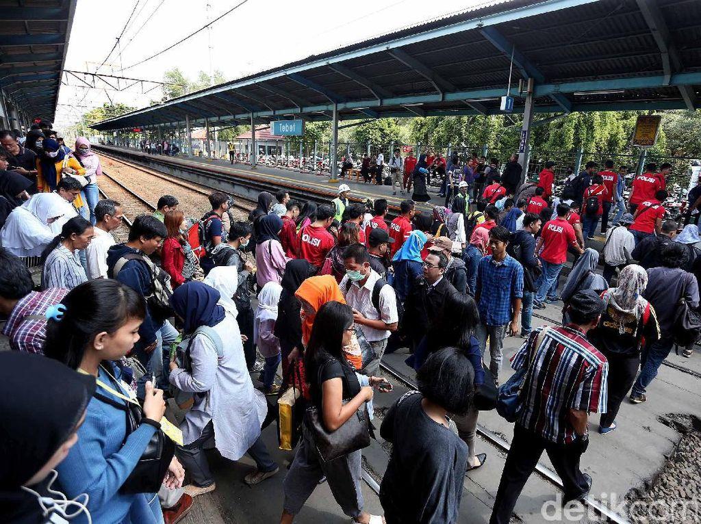 Jelang Lebaran, Penumpang Lokal di Stasiun Padalarang Naik 2 Kali Lipat