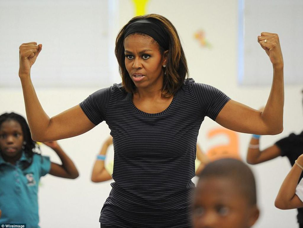 Potret Jagonya Michelle Obama Plank dan Push Up