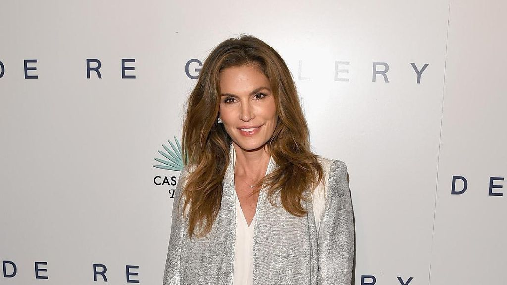 Foto: Penampilan Stylish Cindy Crawford, Si Mantan Supermodel