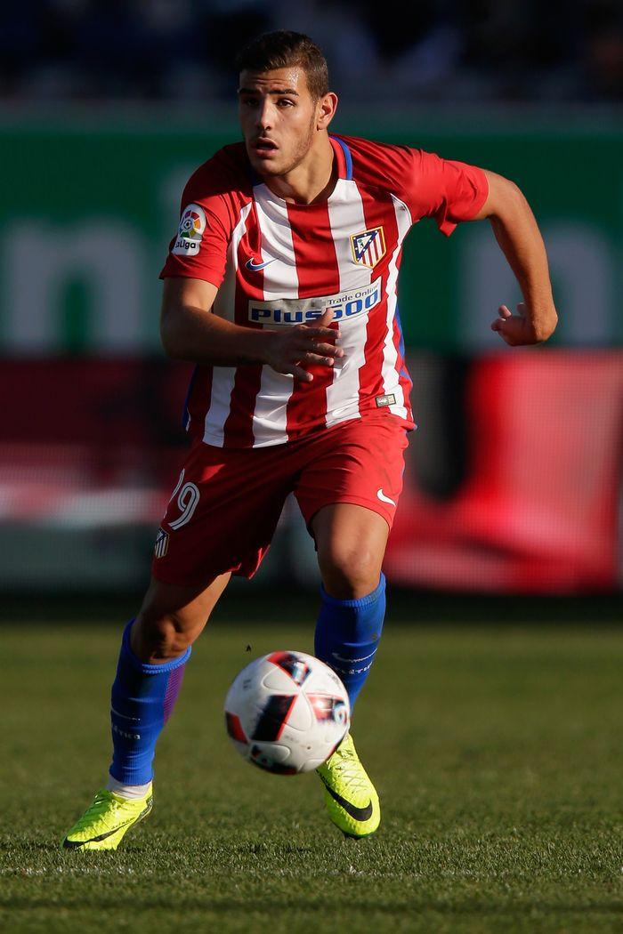 Theo Hernández menjadi transfer terakhir yang melibatkan Atletico Madrid dengan Real Madrid. Theo diboyong ke Santiago Bernabeu dengan banderol 28 juta euro. (Darrian Traynor/Getty Images)