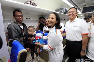 Menteri Rini Lepas Mudik Bareng BNI Naik Kereta Api