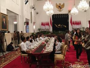 Jokowi Ajak 50 Seleb Medsos ke Istana