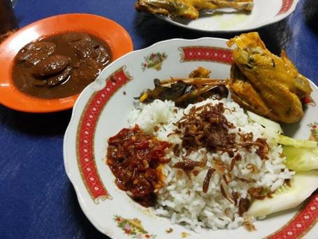 Kangen Makanan Betawi? Nikmati Nasi Uduk hingga Sayur Besan di Sini
