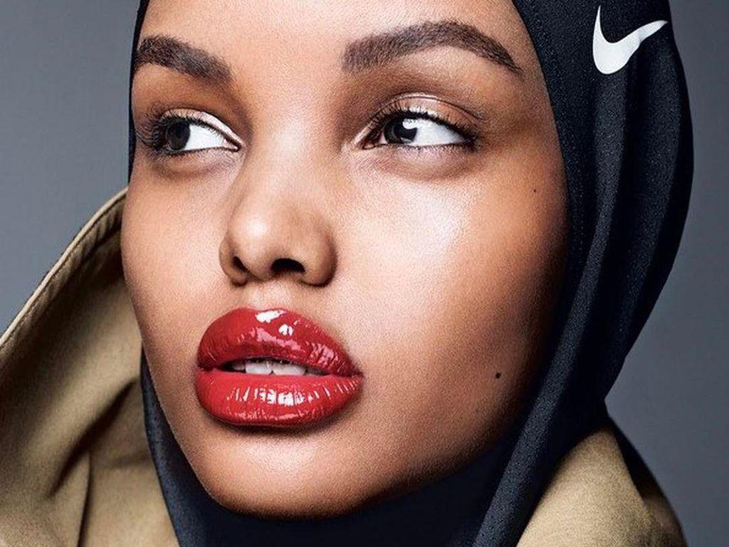 Halima Aden Kembali Cetak Sejarah, Jadi Hijabers Pertama di Cover Allure