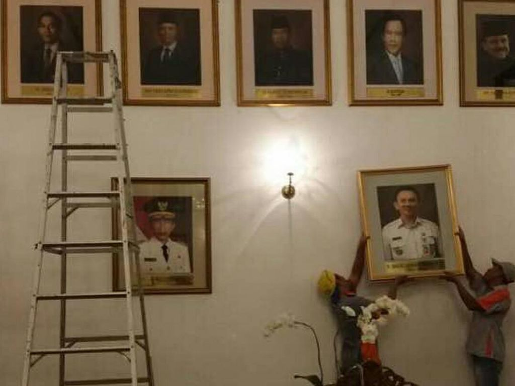 Djarot: Ahok Pilih Foto yang Dipasang di Jajaran Mantan Gubernur